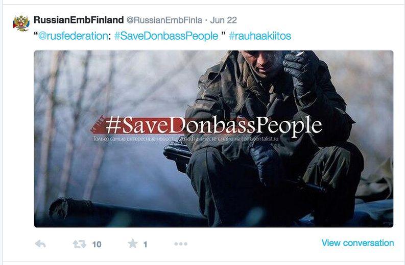 Venäjän Helsingin-suurlähetystön Twitter-tili käyttää suomalaisen bloggaajan alunperin Venäjälle osoittamaa #rauhaakiitos-hashtagia vaatiessaan Ukrainaan rauhaa - vaikka Venäjä itse osallistuu Ukrainan sotaan.