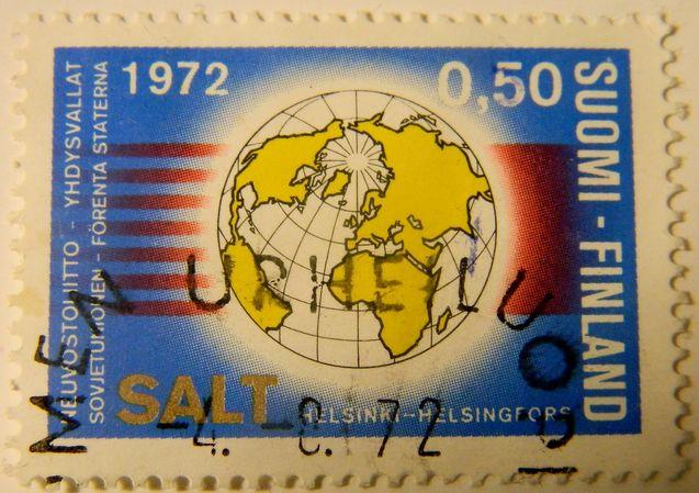Salt-neuvotteluista tehty suomalainen postimerkki vuodelta 1972. Kuva: Wikimedia Commons.