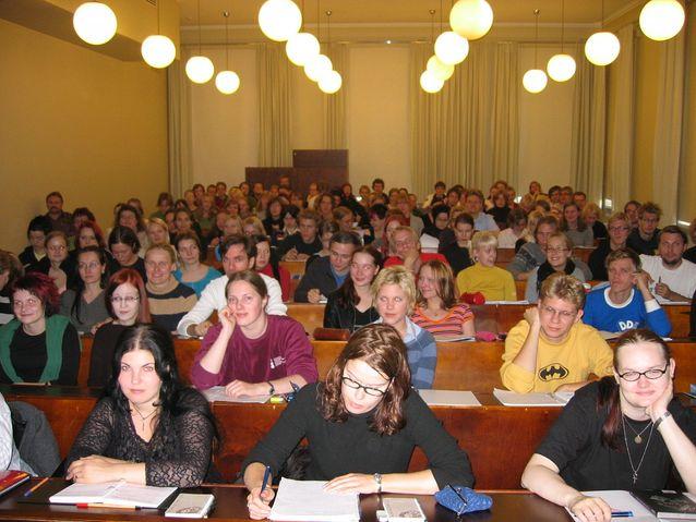 Ensimmäinen johdantokurssi oppiaineen saaman viisivuotisen pooliprofessuurin mahdollistettua oppiaineen perustamisen. Kuva: Henry Bacon
