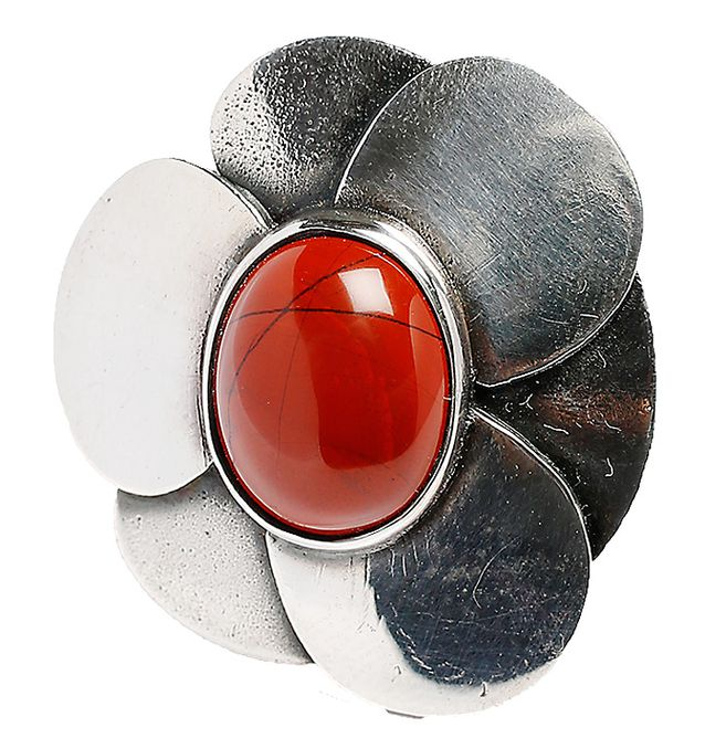Villiruusu, 1970-luku. Kuvanveistäjä ja hopeaseppä Eila Minkkinen suunnitteli Kalevala Korulle sormuksia 1970-luvulla. Sormusta on valmistettu pronssista ja hopeasta, koristeena eri kiviä.