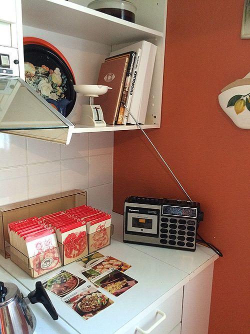 Ennen nettiä kuunneltiin radiota ja katsottiin reseptejä ruokakorteista.