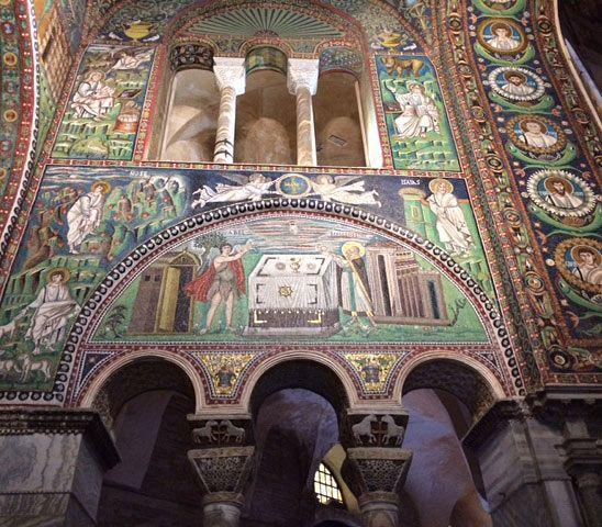 Ravennan monia kirkkoja alettiin rakentaa samaan aikaan kuin Bysantin pääkaupungin Konstantinopolin Hagia Sofiaa.
