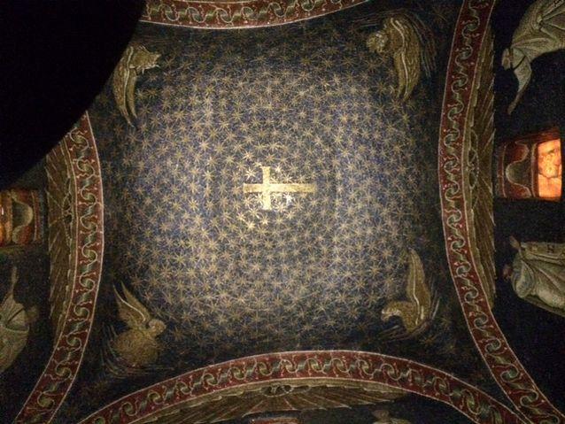 Suurenmoista varhaiskristillistä mosaiikkia Ravennassa.