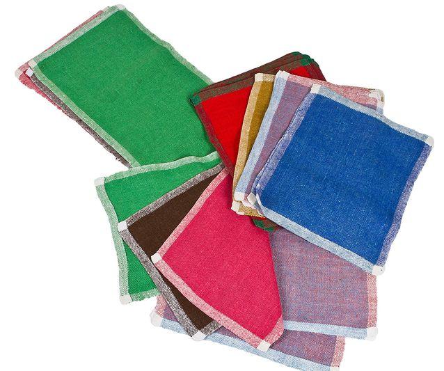 Dora Jungin herkullisen värisiä kaitaliinoja (3 kpl) ja tabletteja (16 kpl), lähtöhinta 100 e, Hagelstam & Co.
