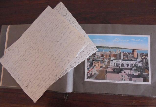 Kuvassa tädin kotiin lähettämiä kirjeitä sekä Amerikan ihmeitä esittelevä kuva-albumi 1920-luvulta.