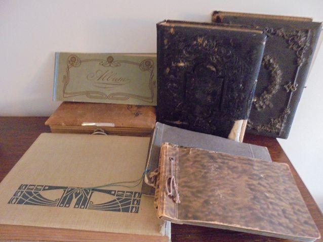 Vanhoja valokuva-albumeita