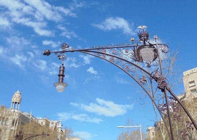 Myös Barcelonan katulamput ovat ah niin Art Nouveau!