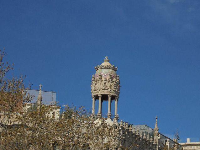 Art Nouveaun rakennukset ovat kokonaistaideteoksia rakennuksen katolta katosta eteisen lattian mosaiikkikoristeisiin saakka. 