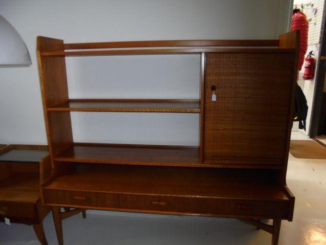 Wanhassa Wihtorissa entisöidään myös huonekaluja. Tässä hieno kunnostettu kaappi.