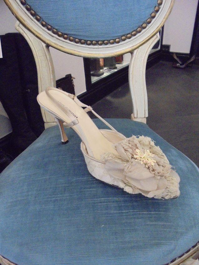 Dolce Gabbanan suloisella kengällä kelpaa astella