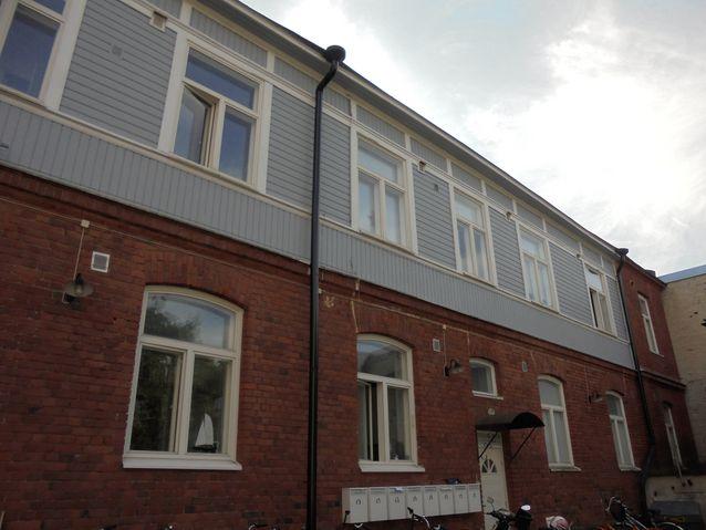 Suomen Höyrylaivayhtiö rakennutti Hangon emigranttihotellin vuosina 1902-03. Rakennus toimii nykyisin asuintalona.
