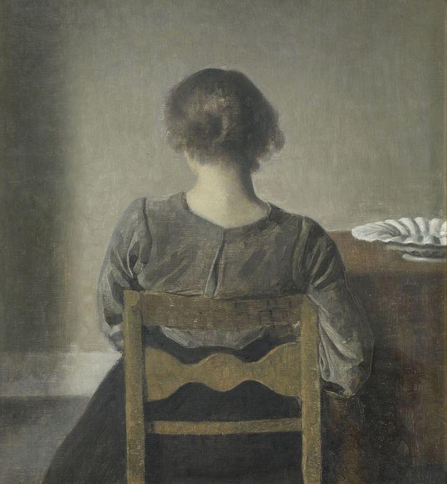 Maalauksessa esiintyvä nainen on taiteilijan vaimo Ida. Tässä, kuten muissakin töissä kuvatut ihmiset ovat syventyneet itseensä, katsovat poispäin, joissain maalauksissa hahmot ikään kuin hiipuvat ja katoavat sulautuen taustaan. Lepo. 1905 Kuva Musée d´Orsay /Martine Beck-Coppola