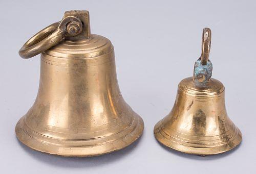 Messinkiset laivakellot (kork. 10-16 cm) 1900-luvulta, , messinkiä, vasarahinta 120 e, Bukowskis Market.