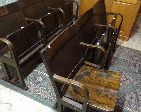 Rivipenkki taittuvilla istuimilla voi olla ratkaisu kapen eteisen tuoliongelmaan. 280 e / kpl, Fasaani.