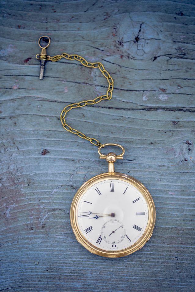 Kellon alkuperäiset vitjat olivat pitkään kadoksissa, mutta löytyivät vuosi sitten. Kellon oma avain on jo niin hauras, että kello on vedettävä vara-avaimella. Kuva: Tomi Parkkonen