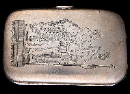 Tällainen hopeinen sikarikotelo on varmasti monelle miehelle mieluinen vaikkapa syntymäpäivälahjana. Sven Sundholm Vaasa 1896, lähtöhinta 400 e, Bukowskis.