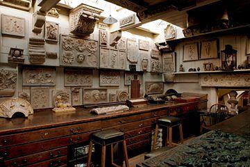 Ylempi piirustus- ja työhuone. Huomioi kauniit kipsimallit. Kuva: Derry Moore, By courtesy of the Trustees of Sir John Soane's Museum