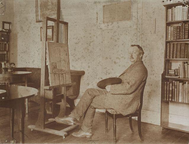 Vilhelm Hammershøi oli jo eläessään tunnustettu maalari. Hän matkusteli paljon Euroopassa ja hänen Tanskan ulkopuolella pitämänsä näyttelynsä saivat myönteisen vastaanoton. Kuva vuodelta 1911, Den Hirschsprungske Samling