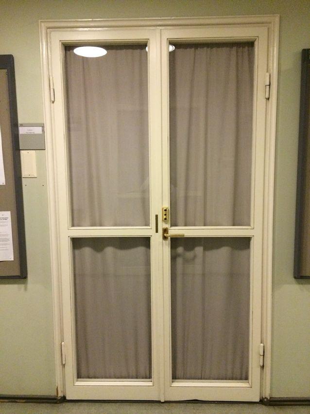 Tämän oven takana Pirjo Hiidenmaa aloitti työskentelyn tietokirjallisuuden professorina 1.1.2015.