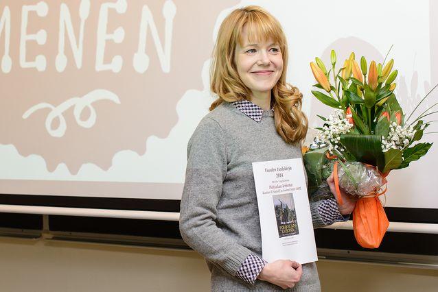 """Vuoden tiedekirja -palkinto myönnettiin 7.1.2015 Mirkka Lappalaiselle teoksesta """"Pohjolan leijona: Kustaa II Aadolf ja Suomi 1611–1632"""" (Siltala). Kuva: Mika Federley."""