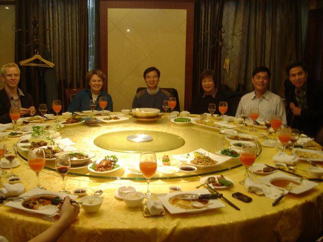 Professori Moisala suomalais-kiinalaisen symposiumin juhlaillallisella Pekingin Keskuskonservatoriossa. Kuva: Lin Xiang.