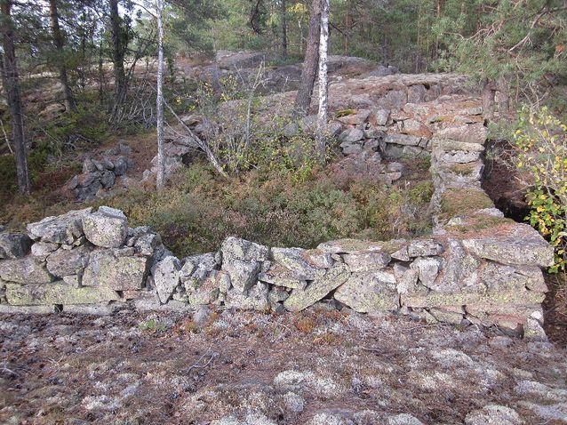 En stenkonstruktion kring det ställe på Telegrafberget där telegrafen antagligen fanns. Bild: Jan Fast.