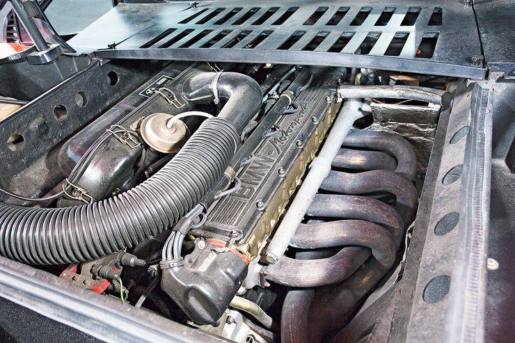 M1:n suora 3,5-litrainen kuutoskone tuottaa 277 hv ja 330 Nm. Käytössä on paljon modernia tekniikkaa, muun muassa neliventtiiliteknologiaa.
