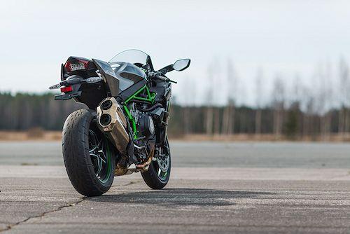 Takapyörältä vakio Kawasaki H2 tuottaa dynamometrissä huimat 197,4 hevosvoimaa, 11467 rpm:llä.