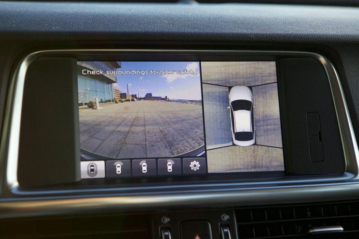 360-asteen kamerajärjestelmä helpottaa esimerkiksi pysäköintiä