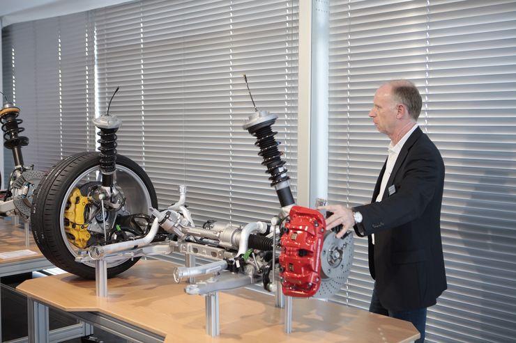 Porschen insinöörit kertoivat kattavasti autoihin tehdyistä muutoksista