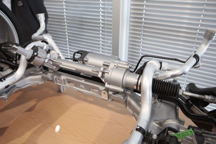 Ohjaustehostin on lainattu 911 Turbosta