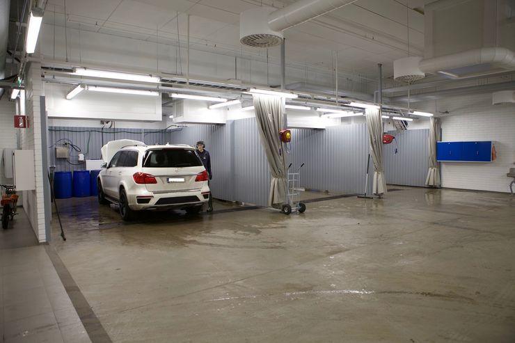 Alakerrassa on pesupaikat kolmelle autolle