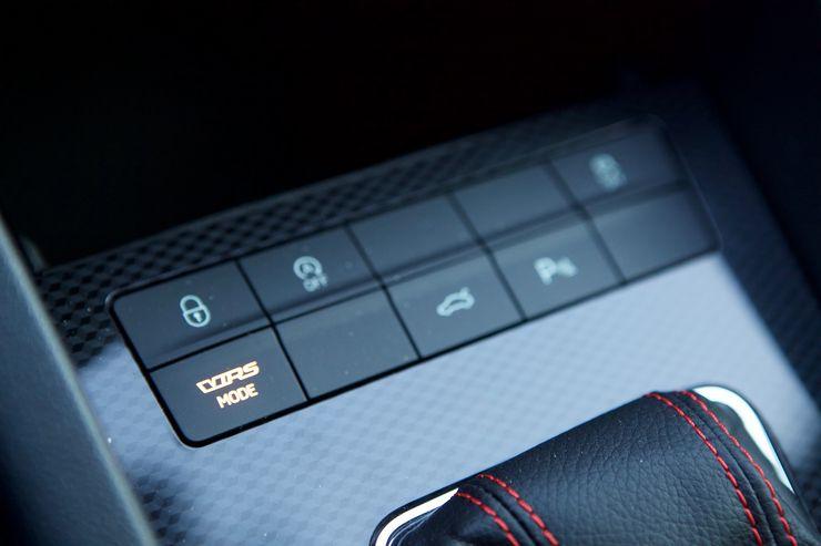 Ajotilan valinnan kautta voi säätää moottorin ja vaihteiston toiminnan lisäksi sisälle kuuluvaa ääntä