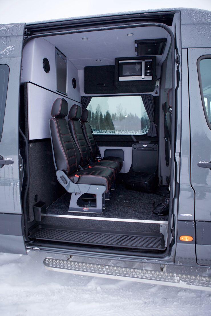 Taka on reilusti tilaa kolmelle matkustajalle