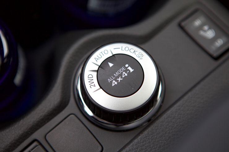 Nelivetojärjestelmää voi hallita keskikonsolista. Auto-asetuksella auto siirtää vetoa taka-akselille tarpeen mukaan. Järjestelmän voi myös pakottaa pysymään vain etuvedolla tai nelivedolla