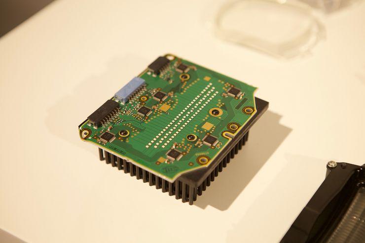 LED Matrix -moduulissa on 84 yksittäin ohjattavissa olevaa lediä