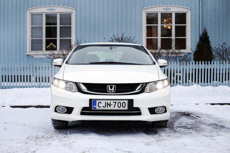 Suomeen Civic Sedania tuodaan ainoastaan automaattivaihteisena ja kattavalla Executive-varustetasolla.