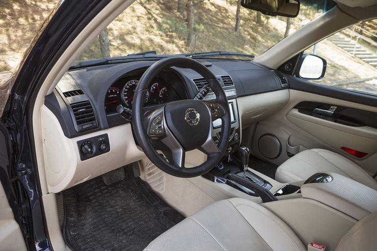 Rextonin uusi 2,2-litrainen dieselmoottori vetää terhakkaasti jo matalilta kierroksilta alkaen ja antaa varsin hyvän kiihtyvyyden.