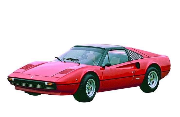 """Adamsin valitsema nuoruuden ihanne: Ferrari 308 GTB. """"Kasvoin 70-luvulla, ja Ferrarin muodot kiinnostivat minua niin paljon, että halusin ryhtyä automuotoilijaksi."""""""