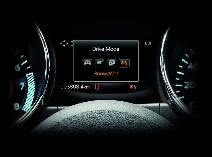 Eurooppaan tuotavissa versioissa pystyy säätämään erikseen ohjauksen vastetta sekä ajomoodia. Jälkimmäinen vaikuttaa ohjauksen lisäksi kaasunvasteeseen ja luistoneston toimintaa.