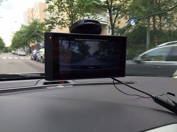 Kameran kuvan saa näkyviin näyttöön myös ajon aikana