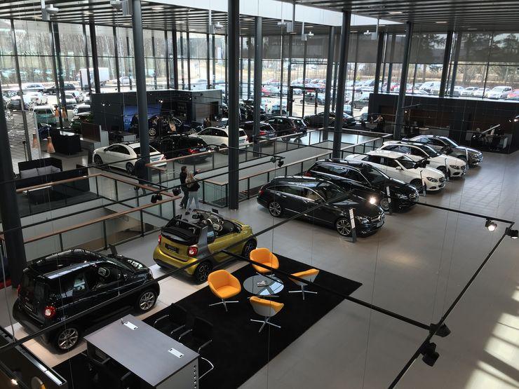 Yläkerrasta löytyy kattavasti Mercedeksen mallisto