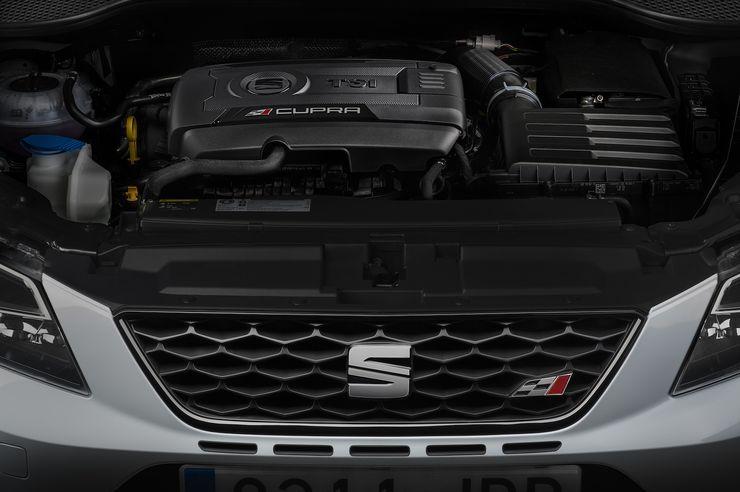 VW-konsernin kaksilitrainen bensaturbo on mukavan kierrosherkkä, ja voima puhuu laajalla kierrosalueella.