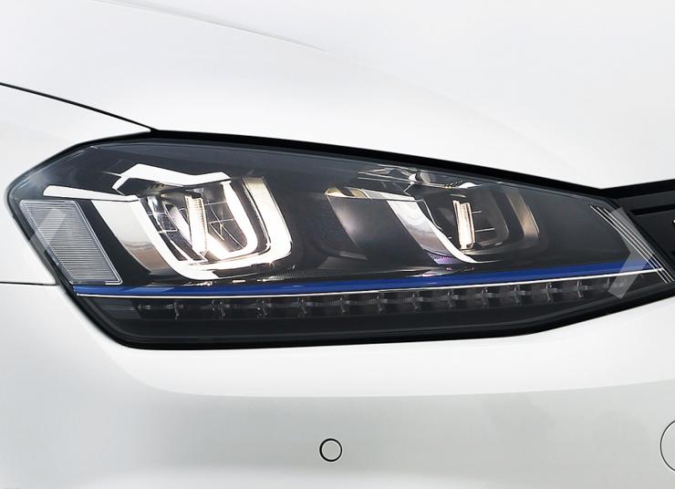 Valoumpiot saavat uutta ilmettä ja koko mallisto saa aikaisemmin vain GTE- ja e-malleista tutut LED-vilkut