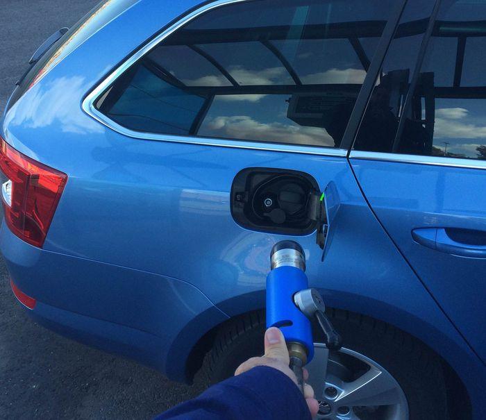 Auton Lämmöt Nousee Ajossa