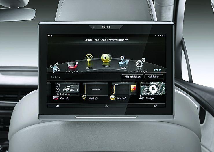 MMI-viihde/tietojärjestelmiä voi komentaa kätevästi kosketusalustan avulla. Yhdessä äänikomentojen kanssa navigointi auton lukuisissa valikoissa on helppoa.