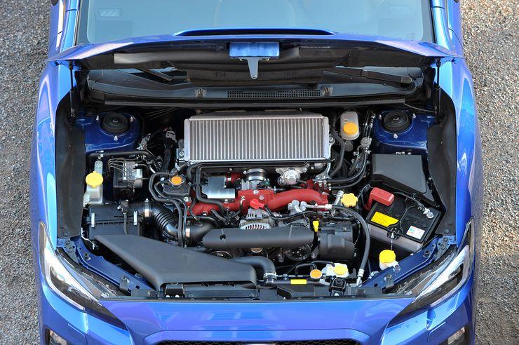 Moottori on kolmannesta sukupolvesta tuttu 2,5-litrainen bokserinelonen. Japanissa käytetään uudempaa 2-litraista, mutta sitä ei tuoda Eurooppaan matalampioktaanisen polttoaineen takia.
