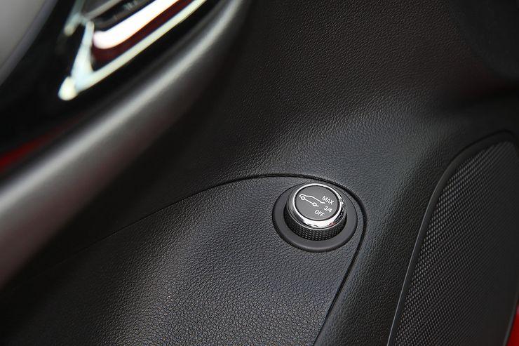 Takaluukun aukaisua pystyy säätämään kuljettajan ovesta löytyvästä nupista