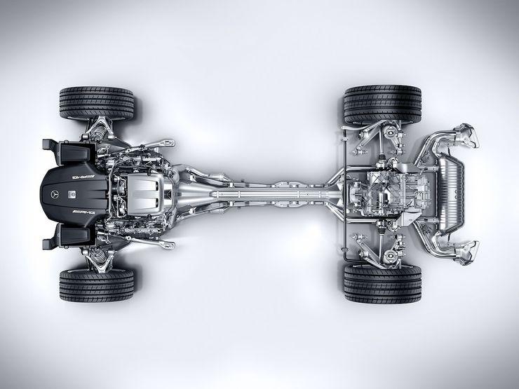Moottori sijaitsee etuakselin takapuolella ja vaihteisto on sijoitettu taka-akselin yhteyteen. Tällä rakenteella saavutetaan ajettavuuden kannalta suotuisa painonjakauma.