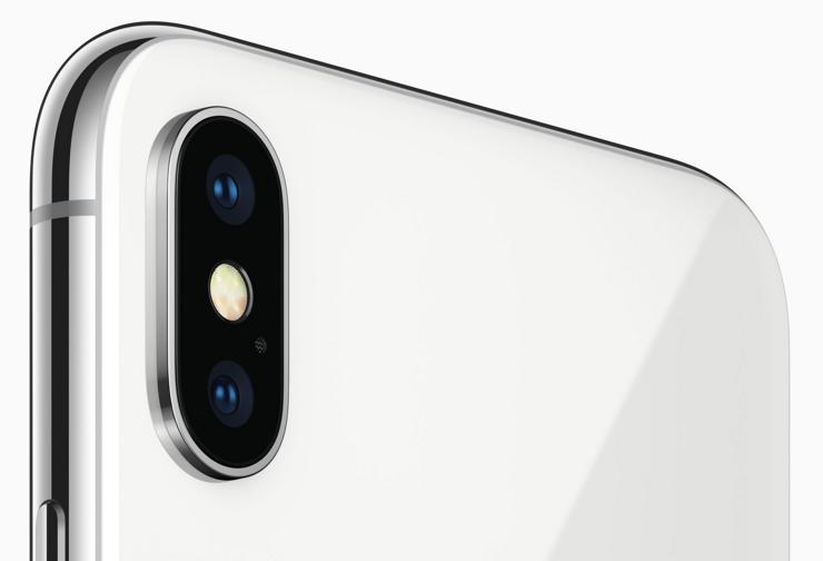 iPhone X:n molemmissa takakameroissa on optinen kuvanvakain.